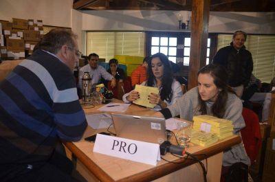 Denuncian irregularidades en el conteo de las preferencias en la mesa destinada al PRO