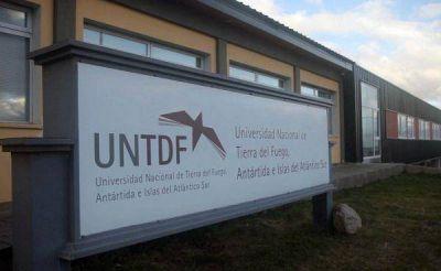 Convocan a profesionales a conformar el claustro de graduados de la UNTDF