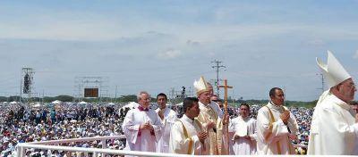 """El Papa apuesta a la familia: """"De los escándalos Dios puede hacer milagros"""""""