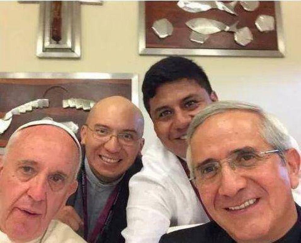 El 'selfie' del Papa y otros gestos de cercanía en su viaje a Ecuador