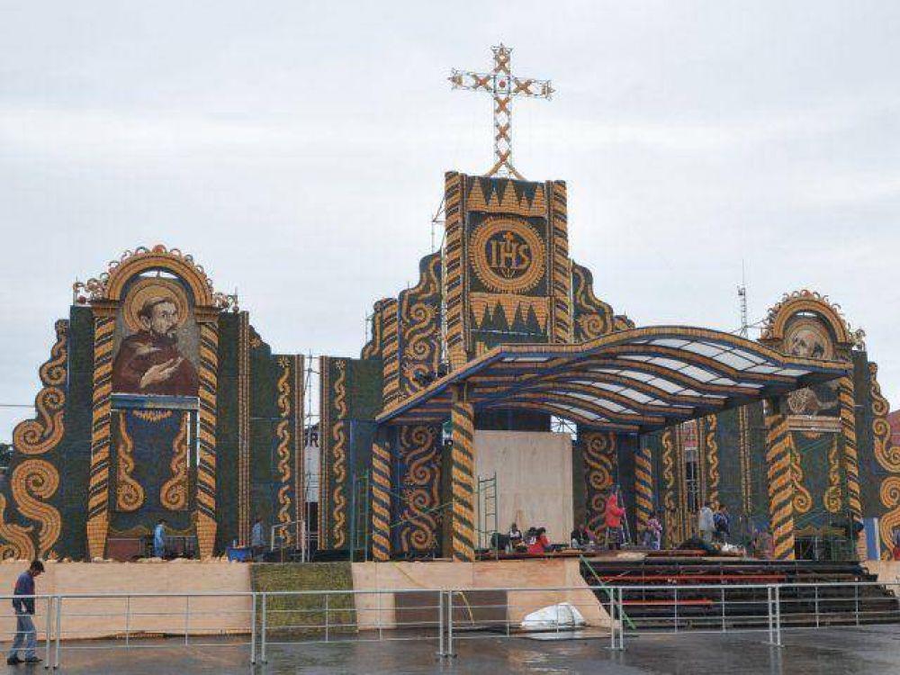 Hoy entregan el imponente retablo que se usará en misa de Ñu Guasu