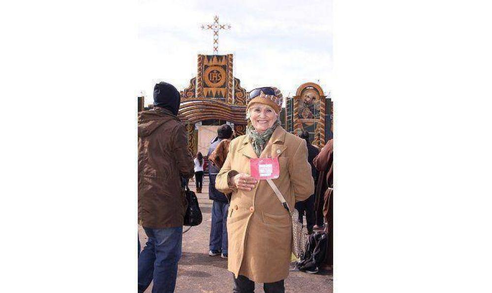 Doña Filomena, con sus 70 años de edad, le cantará al papa