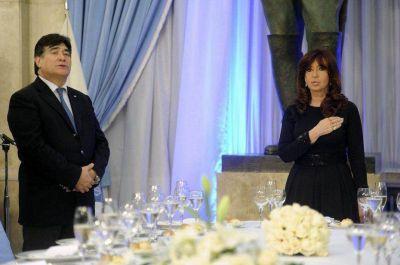 """En la cena de Camaradería, CFK pidió a FFAA """"no dejarse llevar por un canto de sirena"""""""