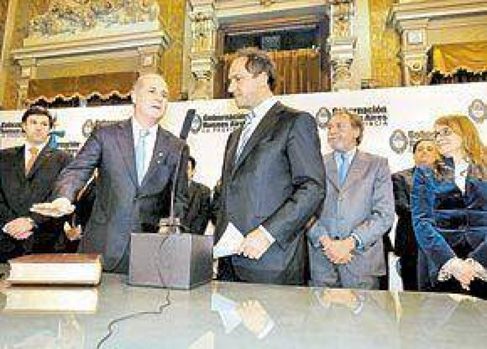 Scioli busca reacomodarse: juntó a 50 intendentes en un acto oficial