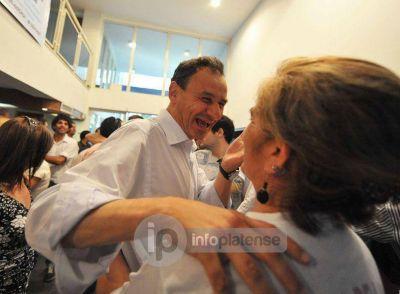 """Bruera ofrece cargos en futuro gabinete a sectores """"golpeados"""" con el cierre de listas"""