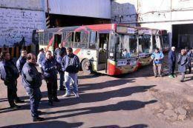 Sigue el conflicto en la línea 60 por despidos y hoy los choferes marcharon a Plaza de Mayo