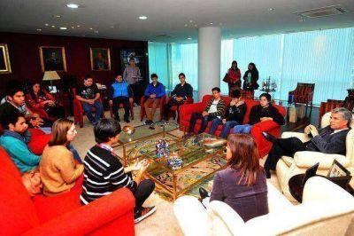 El gobernador Poggi recibió a los finalistas de la RoboCup que viajarán a China
