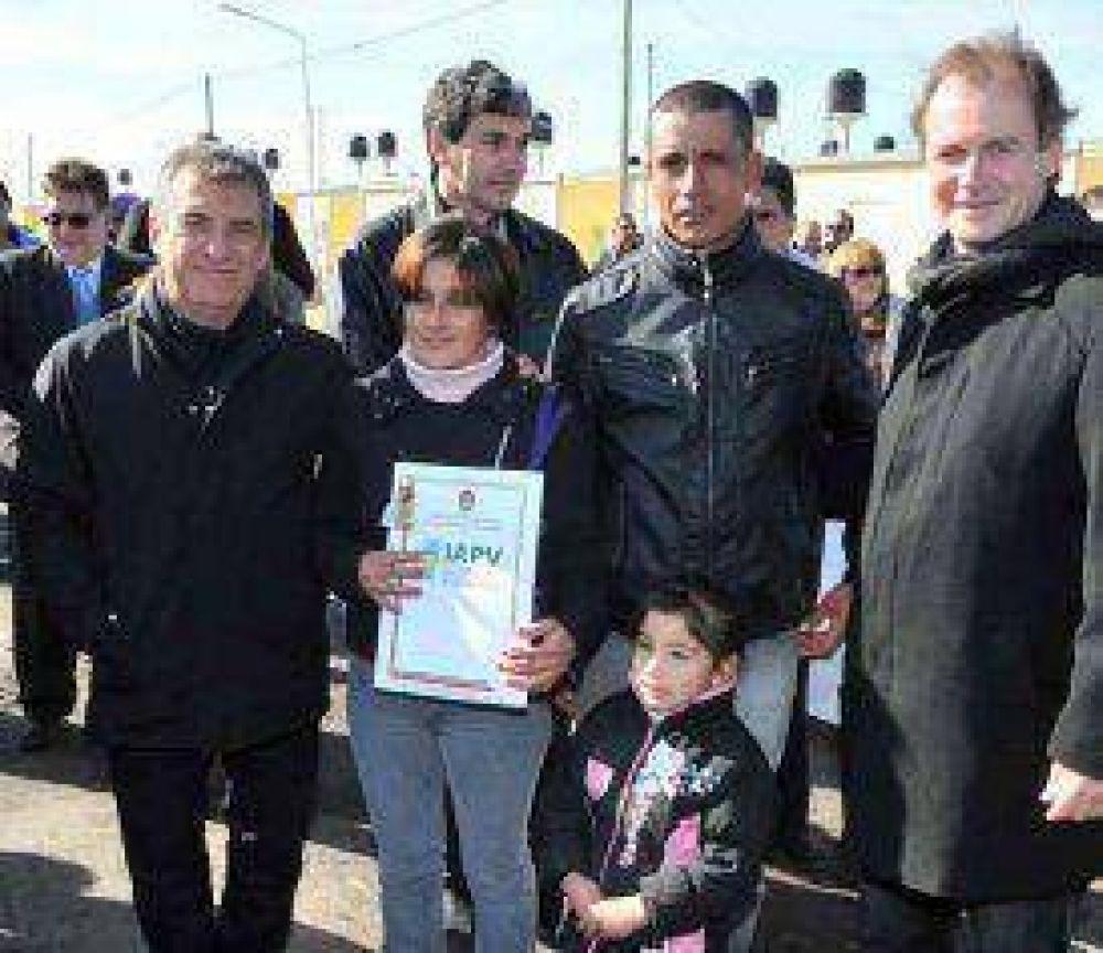 En Basavilbaso, Urribarri y Bordet entregaron ayer 100 viviendas