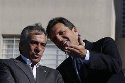Massa presentó un plan de viviendas junto a Cariglino