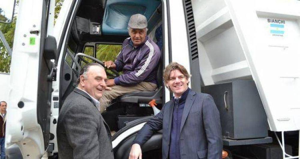Baradero: Junto a Nicolás Scioli, Carossi presentó nuevos vehículos