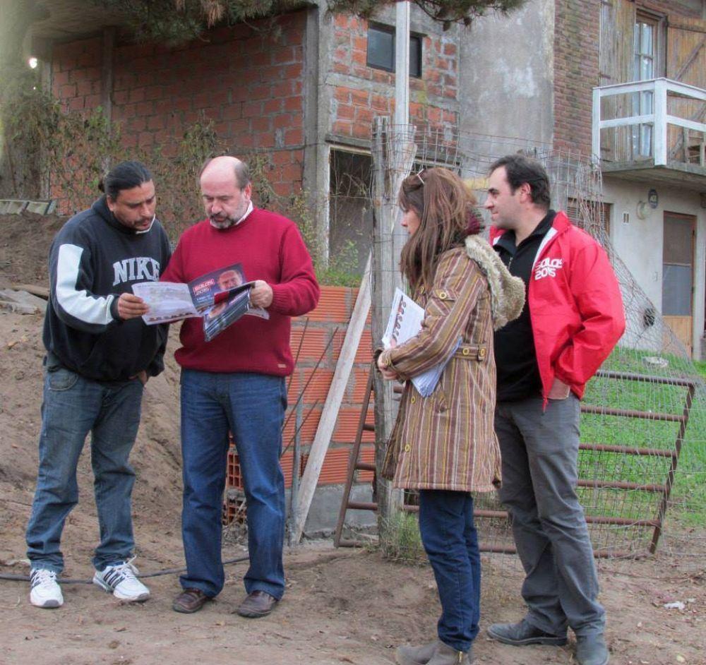 Salas continua su campaña en los barrios