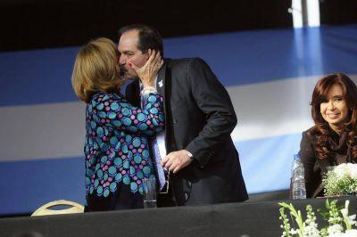 """Alperovich se despidió con un discurso """"K"""" y prometió """"fuerte respaldo"""" en las urnas"""