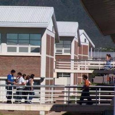 UNLaR. Más de 20 mil alumnos contarán con el Seguro Estudiantil
