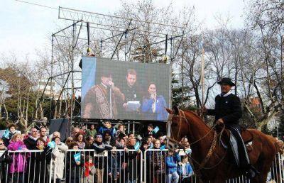 Una multitud participó del festejo de los 199 años de la Independencia de la Patria