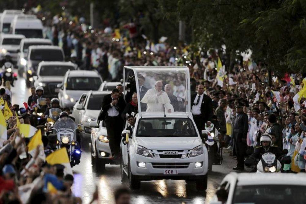 El Papa exalta el papel de la mujer paraguaya