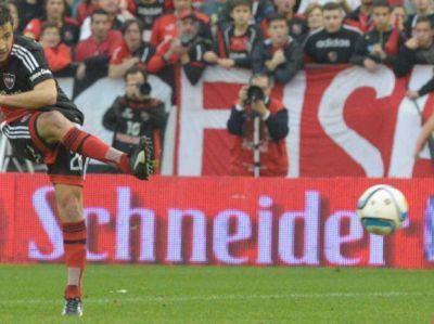 Fútbol, goleada y sorpresa en el arranque del nuevo Newell's de Bernardi