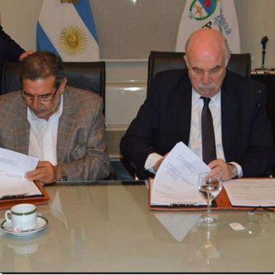 Beder Herrera firmó convenios con Casamiquela