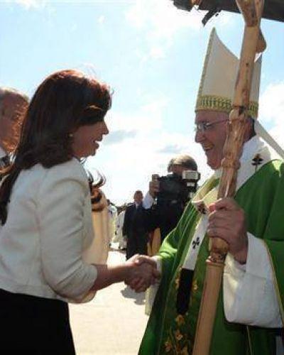 Cristina saludó al Papa en Paraguay, pero no tuvieron reunión privada