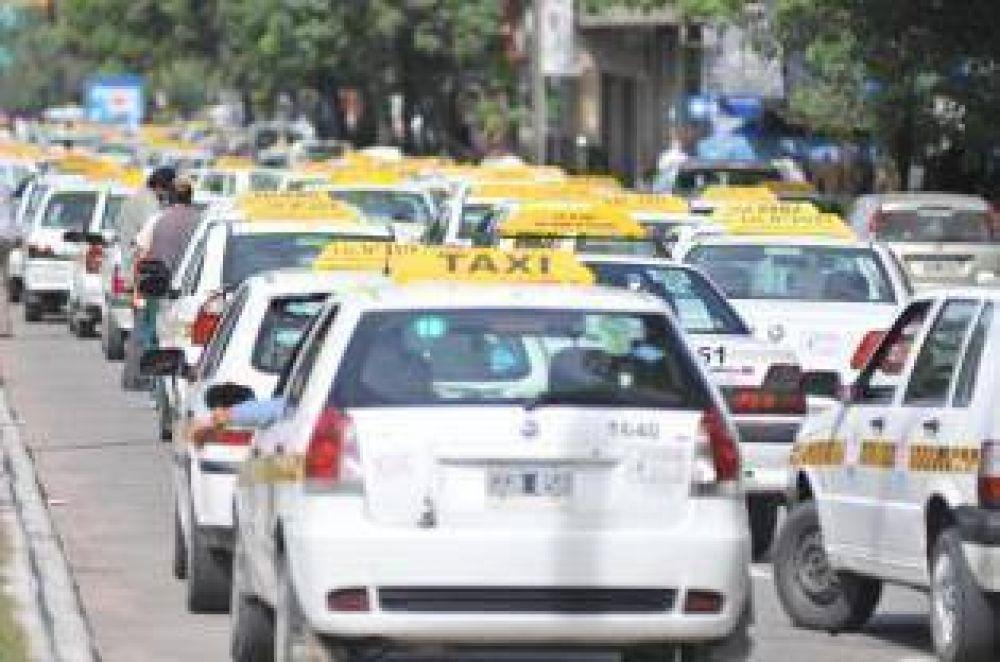 Choferes de taxi presionan para alcanzar el blanqueo laboral