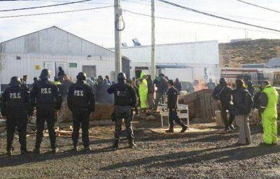 Desalojan a manifestantes apostados en el ingreso a la Minera Santa Cruz