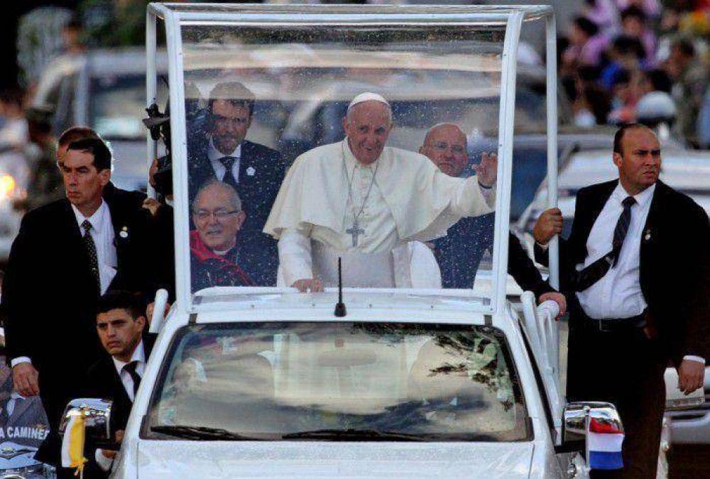 Francisco fortalece el vínculo de la iglesia con las masas