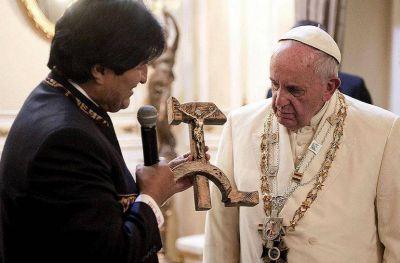 El papa Francisco habló sobre el polémico crucifijo que le regaló Evo Morales