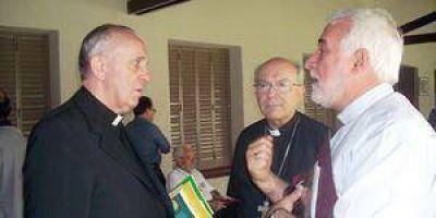 """Monseñor Conejero admitió que le pidió al papa Francisco que """"visite Formosa"""""""