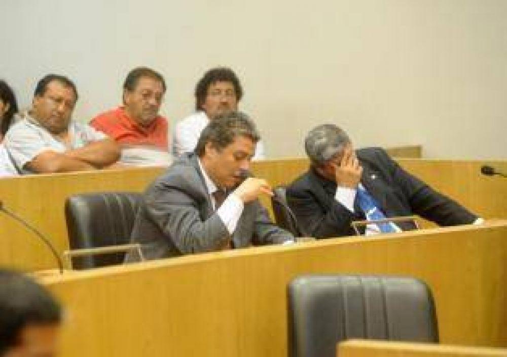 Opositores aseguran que Cano y Amaya lideran las encuestas