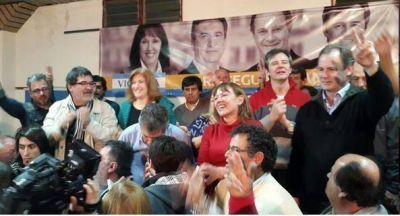 """Urribarri participó de un acto en el local partidario de Halle y destacó la """"unidad del peronismo paranaense"""""""