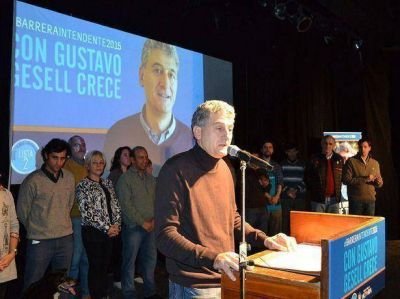 El intendente Barrera presentó su precandidatura ante un auditorium colmado
