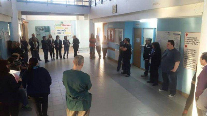 Aguinaldo: Trabajadores del hospital de Ushuaia entraron en huelga, mientras en R�o Grande aguardan el cronograma