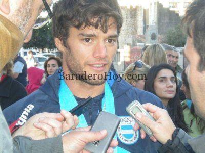 Emotivo recibimiento a Gonzalo Carreras en su triunfal regreso a Baradero…