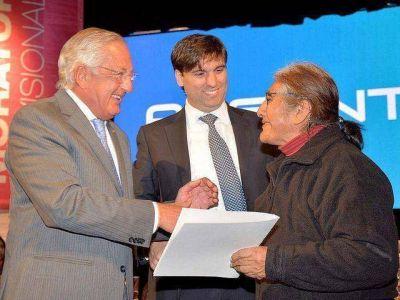Fellner y Bossio entregaron beneficios a jubilados y titulares de Progresar y Procrear