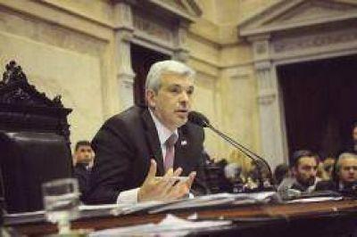 Domínguez dijo que en el desarrollo de la marina mercante y la industria naval se juega la soberanía