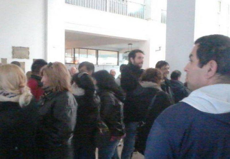 Trabajadores municipales reclamaron por el pago de productividad y horas extras