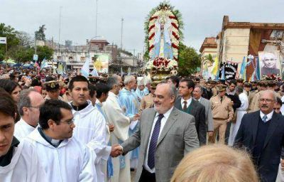 Colombi acompañó al Pueblo de Corrientes en elaniversario de la Coronación Pontificia de la Virgen de Itatí