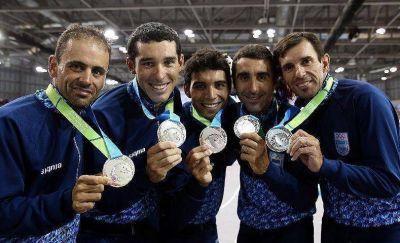 Juan Merlos, medalla de plata con el equipo de ciclismo
