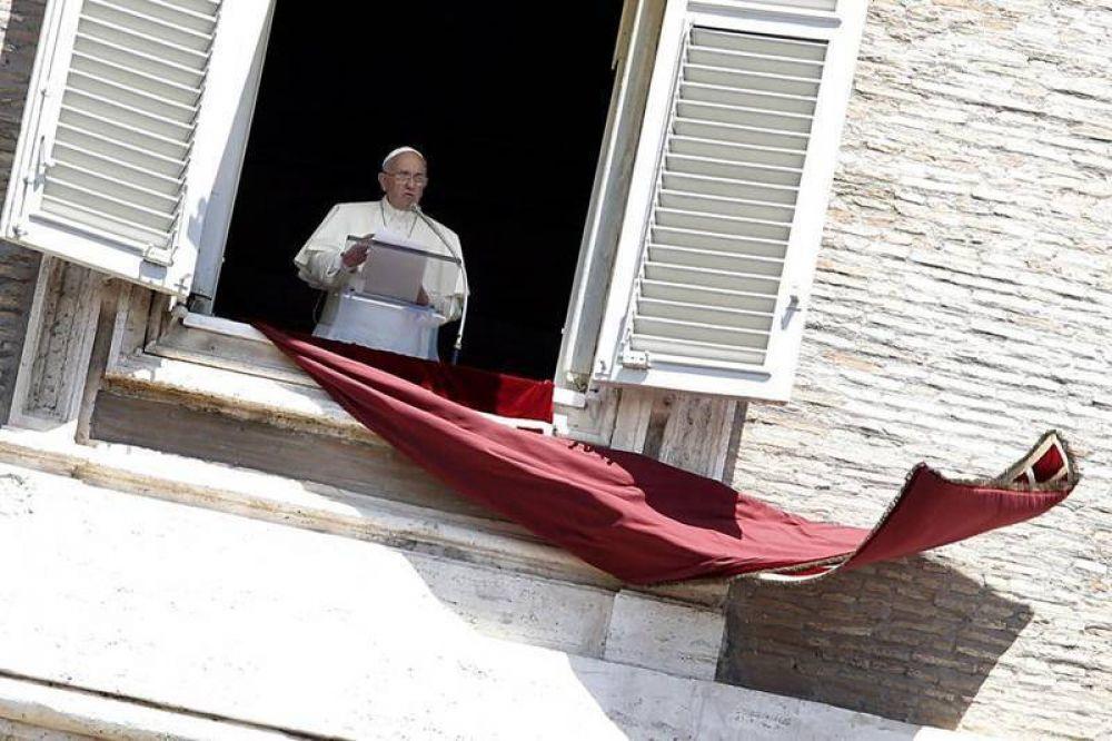 """El Papa: """"Jesús no nos ve como un sociólogo o un foto-reportero"""""""