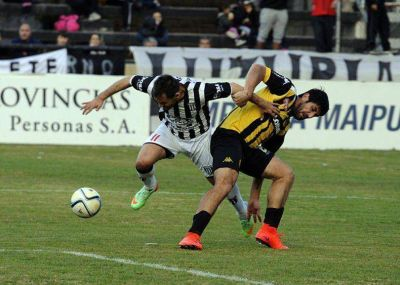Ante todos los contratiempos, Santamarina regresó desde Mendoza con un buen punto
