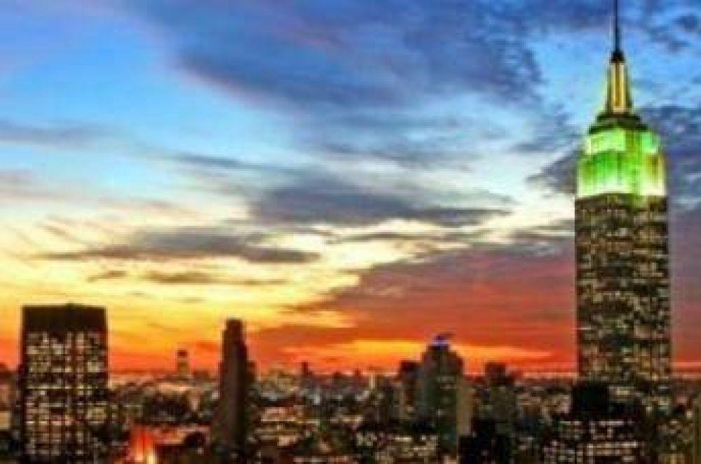 El Empire State iluminado con luces verdes con motivo de la culminación de Ramadán