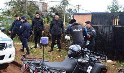 En un amplio operativo, secuestraron armas y detuvieron a tres hombres por el doble homicidio en Los Helechos