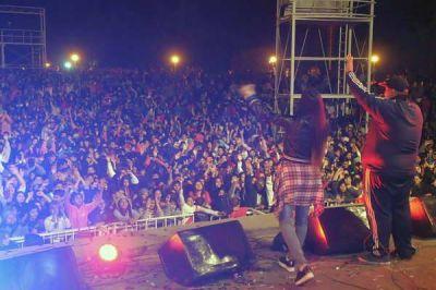 Miles de santiagueños festejaron el Día del Amigo en Plaza Añoranzas con la participación especial de Banda XXI