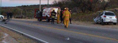 Dos muertos al chocar un auto y una moto