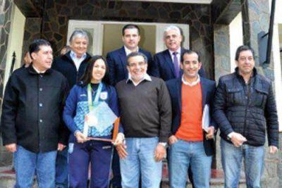 Beder Herrera y Sergio Casas recibieron a la medallista Fernanda Russo