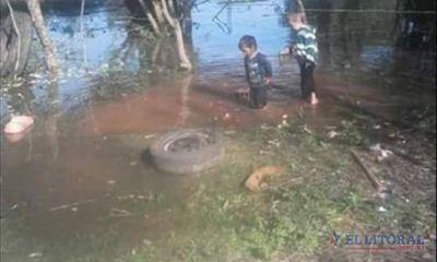 El río golpea las puertas de muchos hogares ribereños