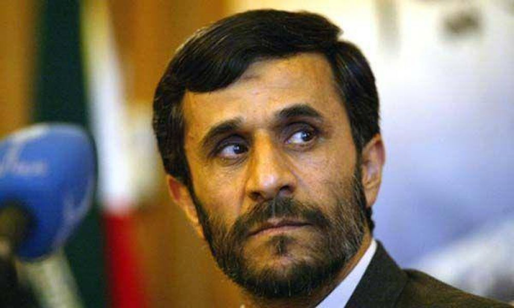 Ahmadinejad inició su segundo mandato en medio de protestas
