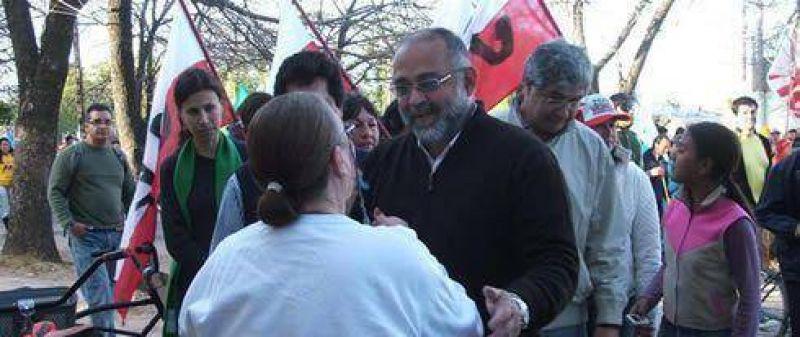 Vignolo recibió masivo apoyo de los vecinos de las Mil Viviendas