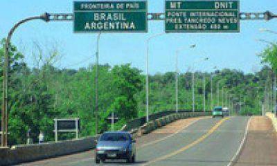 Puerto Iguaz�: 39 mil personas cruzan por d�a el puente Tancredo Neves