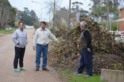 El Doctor José Ochoa con vecinos del Barrio Las Violetas y Esteban Echeverría