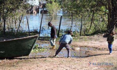 Familias ribereñas temen despertar con el agua en sus casas y piden asistencia